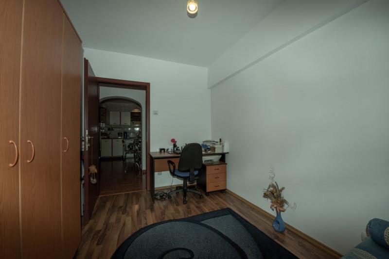Apartament decomandat, mobilat si utilat, cu loc de parcare si orientare sudica