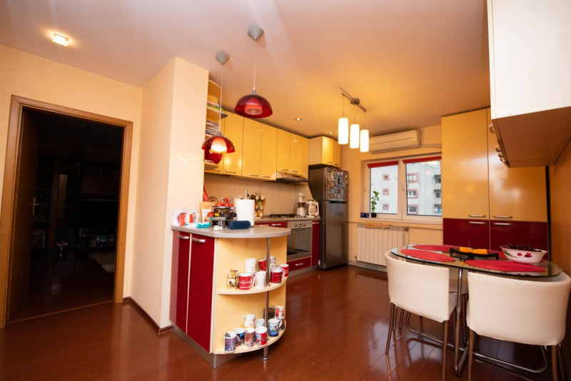 Apartament decomandat, cu centrala termica proprie la 13 Septembrie-Sebastian!