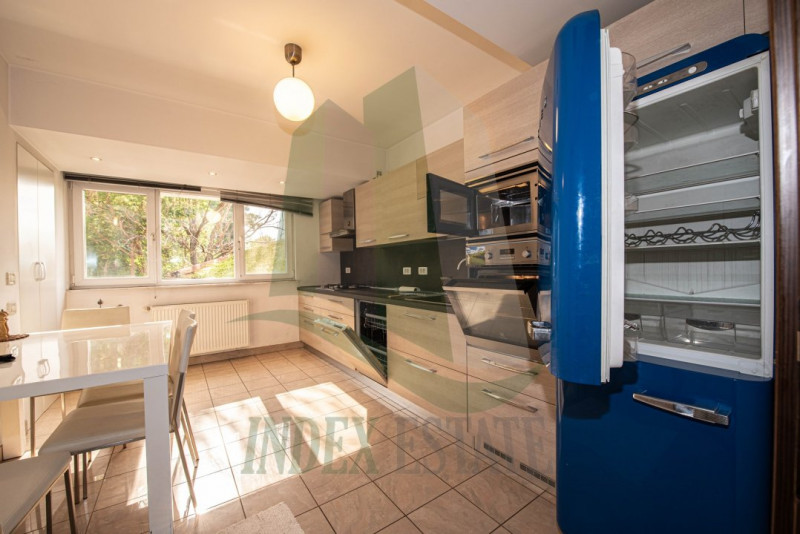 Modern and generous two-bedroom apartment with underground parking!